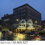 Street scene on a rainy night in Birmingham, Alabama featuring the... Стоковое фото, фотограф Joseph De Sciose / age Fotostock / Фотобанк Лори