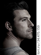 Dunkles schwarz-weißes Männer-Portrait im Profil. Стоковое фото, фотограф Zoonar.com/Robert Kneschke / age Fotostock / Фотобанк Лори