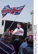 English Defence League founder Tommy Robinson speaking at the Leave... (2019 год). Редакционное фото, фотограф Julio Etchart / age Fotostock / Фотобанк Лори