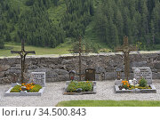 Cimetiere de Riva di Tures /Rein in Taufers, Vallee du Riva (Val ... Стоковое фото, фотограф Christian Goupi / age Fotostock / Фотобанк Лори