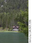 Villa au bord du Lac de Dobbiaco, Region du Trentin-Haut-Adige, Tyrol... Стоковое фото, фотограф Christian Goupi / age Fotostock / Фотобанк Лори