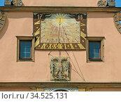 Rothenburg, rothenburg ob der tauber, sonnenuhr, zeit, uhr, uhrzeit... Стоковое фото, фотограф Zoonar.com/Volker Rauch / easy Fotostock / Фотобанк Лори