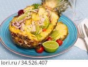 Stuffed pineapple with squid and lime. Стоковое фото, фотограф Яков Филимонов / Фотобанк Лори