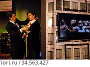 Bollywood legend Shahrukh Khan unveiling his wax image at Madame ... (2007 год). Редакционное фото, фотограф Julio Etchart / age Fotostock / Фотобанк Лори