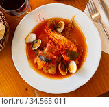 Monkfish tail in spicy sauce with shrimp and mussels. Стоковое фото, фотограф Яков Филимонов / Фотобанк Лори