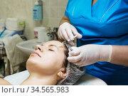 Beautician performs a needle mesotherapy treatment on a woman face. Стоковое фото, фотограф Nataliia Zhekova / Фотобанк Лори