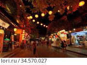 HOI AN, VIETNAM - SEPTEMBER 21, 2018: Traditional buildings at night... Стоковое фото, фотограф Zoonar.com/Chris Putnam / easy Fotostock / Фотобанк Лори
