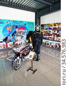 Мотоцикл BMW K 1200 LT 2004 года выпуска байкера Дмитрия Петрухина, совершившего на нем кругосветное путешествие. Музей мотоциклов. Редакционное фото, фотограф Макаров Алексей / Фотобанк Лори