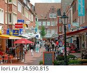 Emden, ostfriesland, fußgängerzone, stadt, innenstadt, einkaufen,... Стоковое фото, фотограф Zoonar.com/Volker Rauch / easy Fotostock / Фотобанк Лори