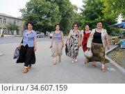 Women in Stepanakert, Nagorno Karabakh republic. Photo: André Maslennikov (2006 год). Редакционное фото, фотограф Andre Maslennikov / age Fotostock / Фотобанк Лори