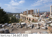 St. John's Basilica in Selcuk, Turkey. In the background is the Isa... (2014 год). Редакционное фото, фотограф Andre Maslennikov / age Fotostock / Фотобанк Лори