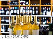 Closeup view on various alcohol beverage bottles. Стоковое фото, фотограф Яков Филимонов / Фотобанк Лори