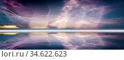 Abstraktes Liniennetz auf dunklem Hintergrund mit Horizont-Linie und... Стоковое фото, фотограф Zoonar.com/wolfgang rieger / easy Fotostock / Фотобанк Лори