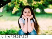 Beautiful young girl posing for the camera in the park. Стоковое фото, фотограф Zoonar.com/Oleksii Hrecheniuk / age Fotostock / Фотобанк Лори