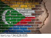 Dark brick wall texture with plaster - flag painted on wall - Comoros. Стоковое фото, фотограф Zoonar.com/Micha Klootwijk / age Fotostock / Фотобанк Лори