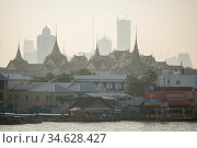 The Royal Palace and Wat Phra Kaew at the chao phraya river in the... Стоковое фото, фотограф Zoonar.com/URS FLUEELER / age Fotostock / Фотобанк Лори