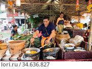 A Thai food market street at the Loy Krathong festival at the Historical... Стоковое фото, фотограф Zoonar.com/URS FLUEELER / age Fotostock / Фотобанк Лори