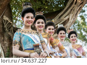 Traditional dresst thai women at the Loy Krathong Festival in the... Стоковое фото, фотограф Zoonar.com/URS FLUEELER / age Fotostock / Фотобанк Лори