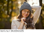 Face of a beautiful woman in a cap and glasses on a background of... Стоковое фото, фотограф Michal Jerzy Oska / easy Fotostock / Фотобанк Лори