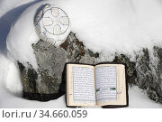 Quran and kufi in the snow. Стоковое фото, фотограф Pascal Deloche / Godong / age Fotostock / Фотобанк Лори
