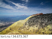 The crater of the Avachinsky volcano, Kamchatka (2014 год). Редакционное фото, фотограф Вита Фортуна / Фотобанк Лори