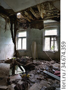 Interior of a living room with a collapsed ceiling and floor. Стоковое фото, фотограф Алексей Кузнецов / Фотобанк Лори