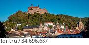 Die Altstadt von Kulmbach mit den Türmen (von links) der Spitalkirche... Стоковое фото, фотограф Zoonar.com/Wieland Hollweg / age Fotostock / Фотобанк Лори