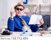 Young employee preparing for vacation trip. Стоковое фото, фотограф Elnur / Фотобанк Лори
