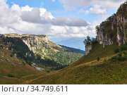 Mountain landscape with a spacious wooded valley with limestone rocky slopes. Стоковое фото, фотограф Евгений Харитонов / Фотобанк Лори