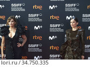 Gina Gershon, Elena Anaya attended Red Carpet Opening Ceremony during... Редакционное фото, фотограф Manuel Cedron / age Fotostock / Фотобанк Лори