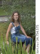 Jeune fille trempant ses pieds dans l'eau glacee du parcours Kneipp... Стоковое фото, фотограф Christian Goupi / age Fotostock / Фотобанк Лори