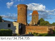 Hungerturm und Kirche St. Johannis, Hansestadt Werben an der Elbe... Стоковое фото, фотограф Peter Schickert / age Fotostock / Фотобанк Лори