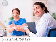 Woman visiting male doctor for plastic surgery. Стоковое фото, фотограф Zoonar.com/Elnur Amikishiyev / easy Fotostock / Фотобанк Лори