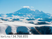 The landscape of snow-covered Caucasian rocks on the Gumbashi Pass... Стоковое фото, фотограф Zoonar.com/Ian Iankovskii / easy Fotostock / Фотобанк Лори