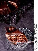 Chocolate cake - Airy biscuit and a cream of cream and chocolate. Стоковое фото, фотограф Zoonar.com/Darius Dzinnik / easy Fotostock / Фотобанк Лори