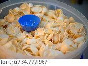 Keropok, deep fried seafood and starch crackers. Стоковое фото, фотограф Zoonar.com/szefei / easy Fotostock / Фотобанк Лори