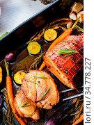 Lecere roll roast with vegetables and herbs. Стоковое фото, фотограф Zoonar.com/Darius Dzinnik / easy Fotostock / Фотобанк Лори