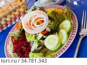 Salad with corn, tomatoes, cucumbers and onions. Стоковое фото, фотограф Яков Филимонов / Фотобанк Лори