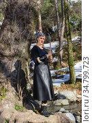 Woman in forest with sword close-up. Стоковое фото, фотограф Татьяна Ляпи / Фотобанк Лори