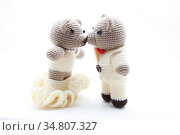Couples of bride and groom bears kiss and getting married isolated... Стоковое фото, фотограф Vichaya Kiatying-Angsulee / easy Fotostock / Фотобанк Лори