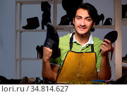 Young shoemaker in workshop at night. Стоковое фото, фотограф Zoonar.com/Elnur Amikishiyev / easy Fotostock / Фотобанк Лори