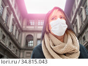 Young Woman Wearing Face Mask Walks Near the Uffizi Gallery In Italy. Стоковое фото, фотограф Zoonar.com/Andy Dean Photography / easy Fotostock / Фотобанк Лори