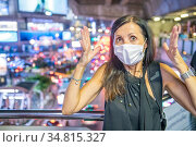 Terrified woman in the city traffic wearing breathing mask for pollution... Стоковое фото, фотограф Giovanni Gagliardi / easy Fotostock / Фотобанк Лори