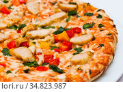 Frische Pizza Thai mit Hühnerf. Стоковое фото, фотограф Zoonar.com/Stockfotos-MG / easy Fotostock / Фотобанк Лори