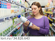 Woman choosing milk in grocery. Стоковое фото, фотограф Яков Филимонов / Фотобанк Лори
