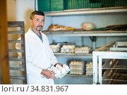 Glad man working and packing white hen eggs. Стоковое фото, фотограф Яков Филимонов / Фотобанк Лори