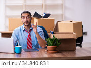 Young male employee in relocation concept. Стоковое фото, фотограф Elnur / Фотобанк Лори