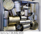 Прием старых металлических консервных банок для утилизации. Стоковое фото, фотограф Вячеслав Палес / Фотобанк Лори