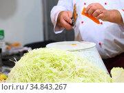 Finely chopped fresh cabbage and carrots. Стоковое фото, фотограф Марина Володько / Фотобанк Лори
