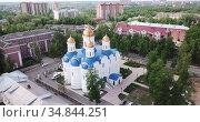 View from drone of Voskresensk cityscape with golden domes of Church of Icon of Our Lady of Jerusalem on spring day, Russia. Стоковое видео, видеограф Яков Филимонов / Фотобанк Лори